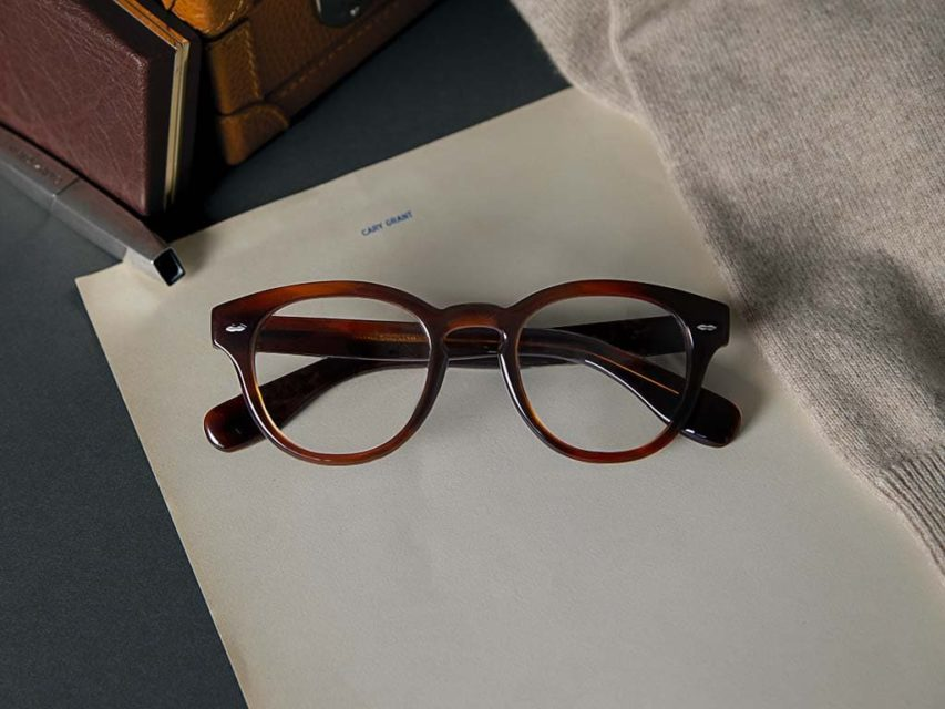 OLIVER PEOPLES collabora con il Cary Grant Estate per realizzare un occhiale ispirato all'iconica montatura dell'attore.
